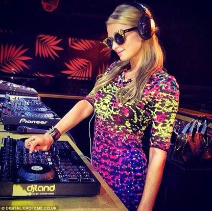 Paris Hilton suonerà al Just Cavalli di Milano